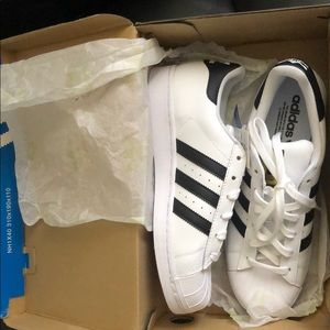Adidas superstar women's | Size 8 (fits like a 9)